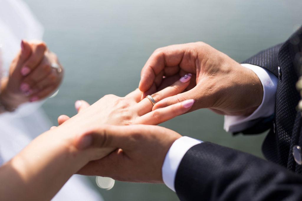 Hochzeitratgeber Ringwechsel WeddingsbyNicoleAndMaik Hochzeitsfotograf Halle